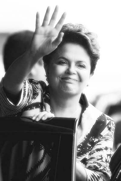 Dilma poderá renunciar durante viagem para Rússia; Aécio assumirá imediatamente