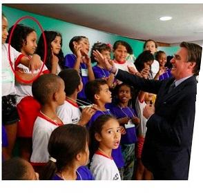 Menina se recusa a cumprimentar Bolsonaro e Paulo Freire sorri no túmulo