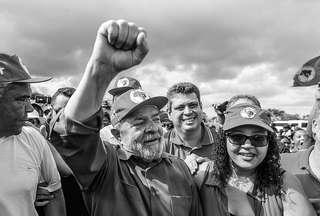 PT pagou milhares de pessoas para tietarem Lula no nordeste