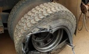 Mortes de primos de porteiros por explosão de pneus crescem e assustam a nação